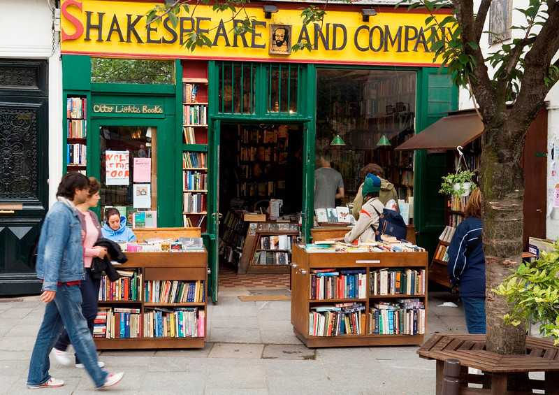 Shakespeare and Co. bookshop in the Marais, career break ravel adventures in Paris, France